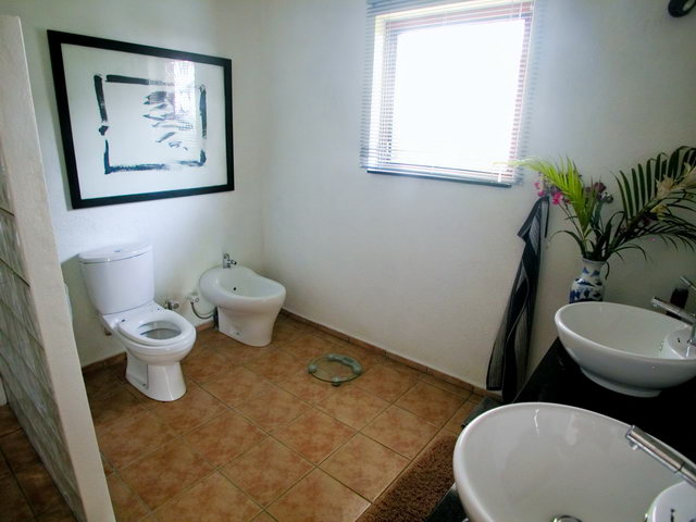 Sri lanka holiday apartment in hikkaduwa for rent for Bathroom designs sri lanka